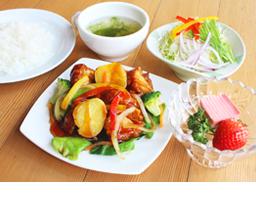 7種の野菜と鶏の黒酢あんかけ