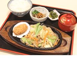 B.鉄板野菜炒め